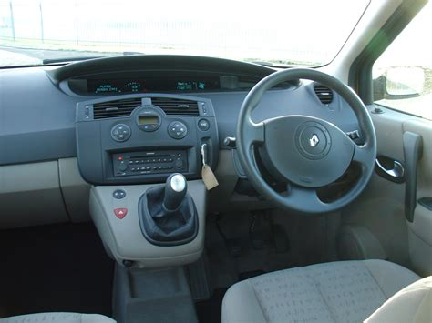renault megane 2004 interior renault grand scenic estate 2004 2009 photos parkers