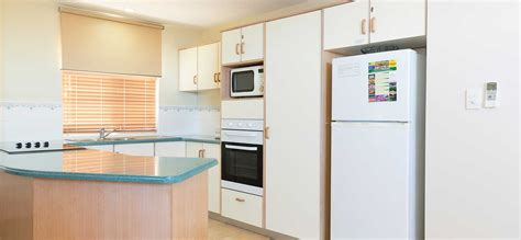 3 bedroom apartments airlie beach three bedroom airlie beach apartments toscana village