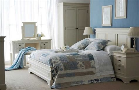 Decorating Ideas For A Bedroom With White Furniture Shabby Chic Bedroom Design Ideas To Create A Cozy