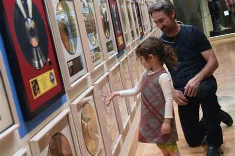 mike wolfe in american pickers mike wolfe family visit the country music hall of fame and