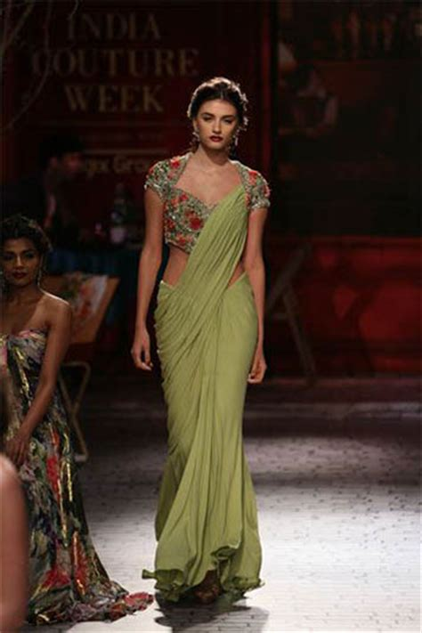 perfect saree draping top 15 saree draping styles for wedding reception