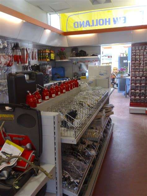 distribuzione italiana arredamenti turn key allestimento negozi e lombardia le