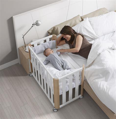 cuna que se engancha a la cama minicuna colecho doco sleeping blanca natural de cotinfant