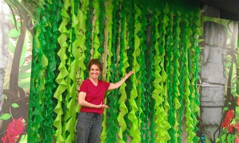 How To Make Jungle Vines Out Of Paper - vines made from plastic tablecloths jungle safari