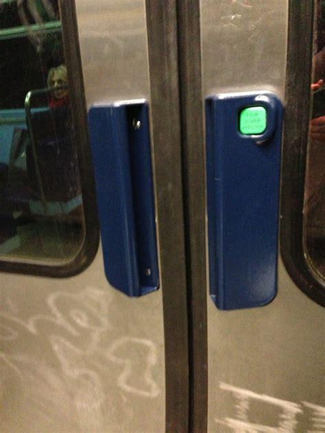 Metro Open Doors by Metro Doors Mrt Metro Subway Doors Closing