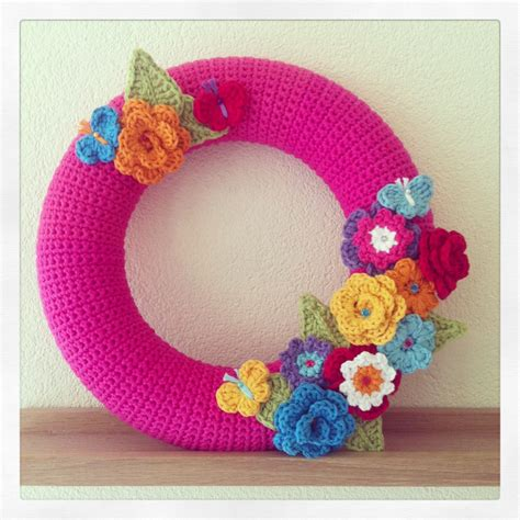 pin crochet butterfly pattern on pinterest flower butterfly wreath crochet bloemen vlinders krans