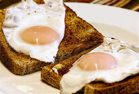 come cucinare uova come cucinare le uova tutti i metodi le tecniche e i
