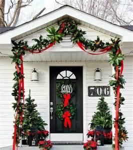 38 stunning christmas front door d 233 cor ideas digsdigs