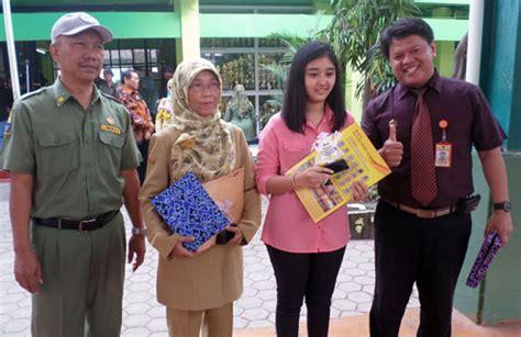 Plakat Cirebon by Bimbel Go Berikan Penghargaan Radar Cirebon