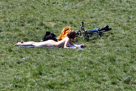 Englischer Garten München Oben Ohne auch an zwei stellen im englischen garten darf nackt