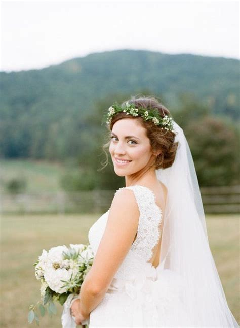 Wedding Hairstyles With Veil And Flower by Top 10 Wedding Hairstyles With Flower Crown Veil For 2018