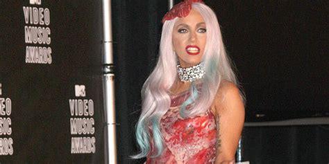 Fakta Unik Baju Gaga kapanlagi 8 fakta baju daging mentah gaga