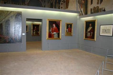 illuminare quadri allestimento mostra di quadri piermarini