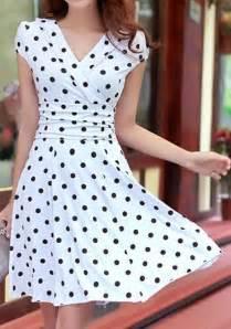 vestido de bolinha manga curta elegante e sensual