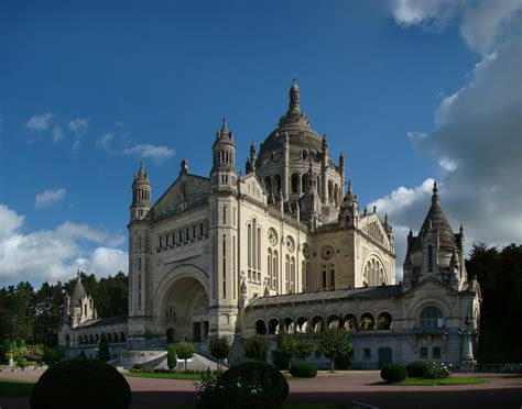 st therese basilica lisieux france basilica of st th 233 r 232 se lisieux wikipedia