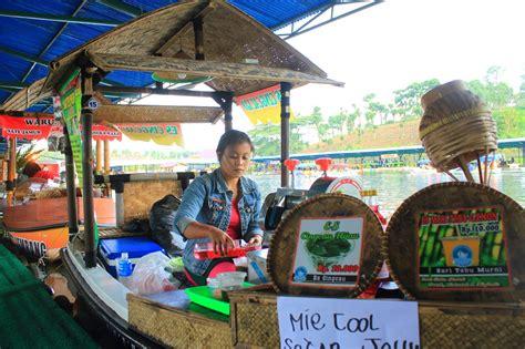 mangkuk orat oret ira floating market lembang
