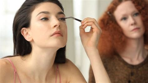 make over watch the monday makeover cat eye vogue video cne