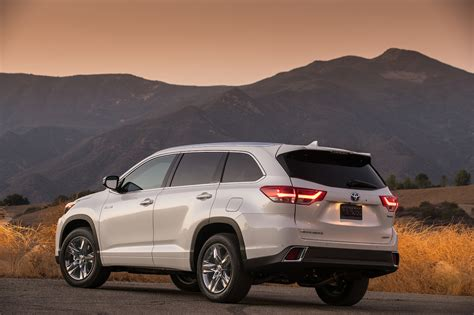 to toyota 2017 toyota highlander 8 things to know motor trend