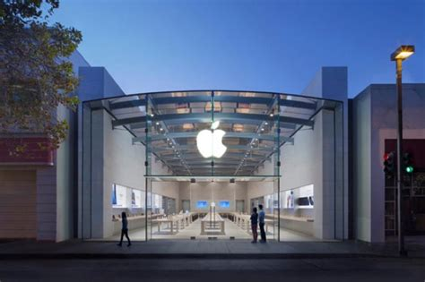 siege social apple tim cook visite le nouvel apple store de palo alto