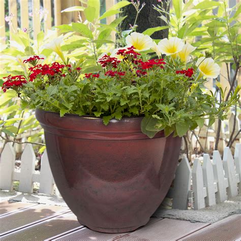 Hdr Planter by Hdr 12 Quot Heritage Planter Chocolate Cherry Southern Patio