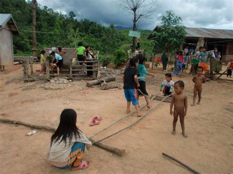 imagenes de niños jugando memoria viaje a laos entre poblados 233 tnicos aldeas akha monjes