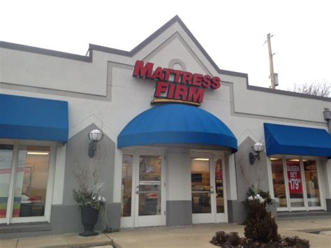Mattress Firm St Louis by Why All The Mattress Firm Stores 40 South News