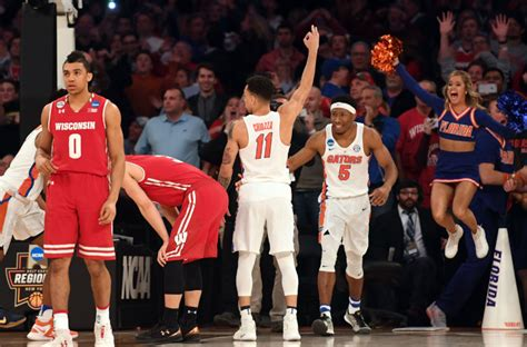 Wisconsin Vs Florida Mba by Chris Chiozza Can T Use His Phone After Florida Buzzer