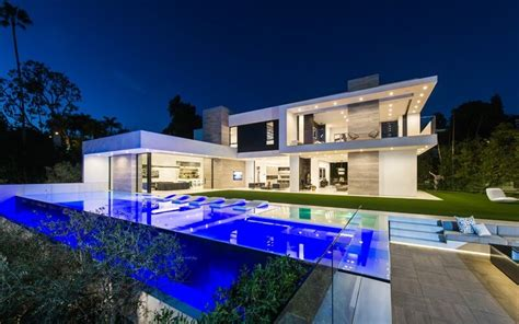 luxury homes beverly hills a luxury beverly hills contemporary home ealuxe