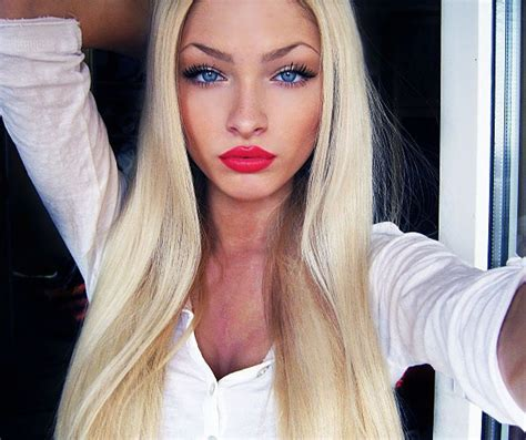 blonde girl with red lipstick stevie harlow alena shishkova