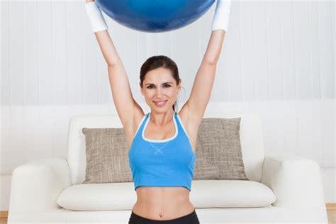 esercizi fisici in casa come fare esercizi fisici in casa donnad