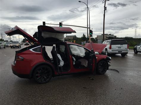 Tesla Model S Airbags Tesla Model X Saves Family And Pet After Being Struck At