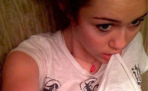 miley cyrus leaked sexy personal pics from her cell phone cute photos miley cyrus