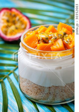 Mango Cheesecake In Jar cheesecake in a jar with mango and passionfruitの写真素材