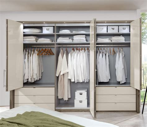 inneneinteilung kleiderschrank kleiderschrank in tr 252 ffeleiche mit faltt 252 ren schubladen
