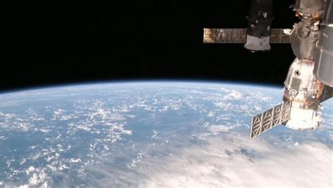 international space station live external view hd livestream of earth now available 24 7 from the space