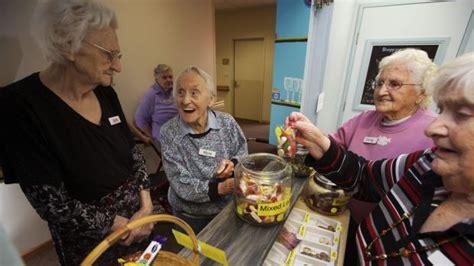montessori for dementia program helping alzheimer s
