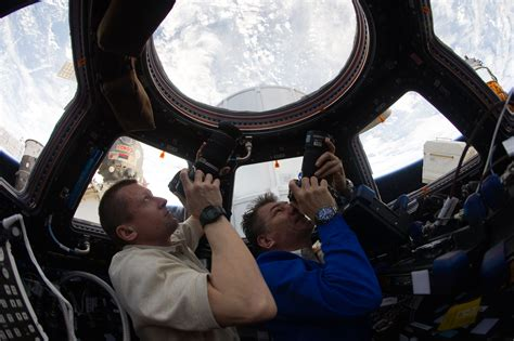 Cupola Iss file iss 27 dmitri kondratyev and paolo nespoli photograph the earth through the cupola jpg