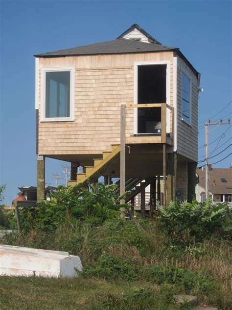 Relaxshacks Com You Can All Go To Quot Hull Quot Check Out This Tiny House On Stilts
