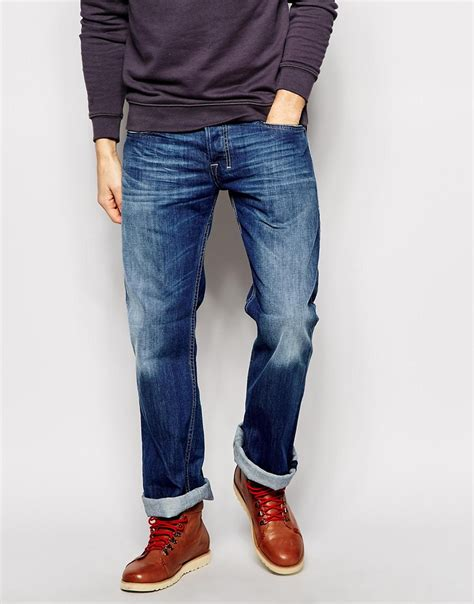 2016 bootcut jeans in or out how to wear bootcut jeans how long should they be the