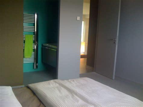 chambre ado gar輟n moderne chambre adolescent avec salle de bain attenante