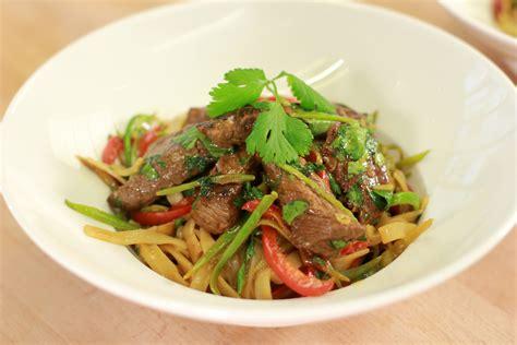 cuisine wok facile wok de boeuf nouilles chinoises recettes de cuisine