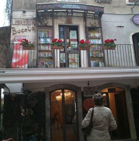 librerie mondadori torino quot librer 237 a mondadori quot en taormina sicilia por yolanda