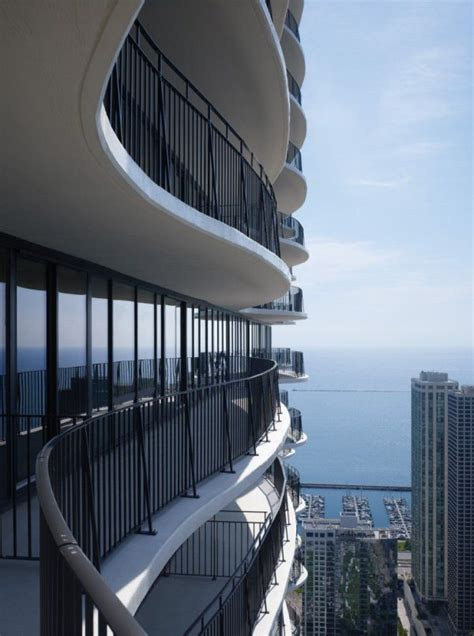 real ease cuscino aqua tower an iconic high rise in chicago usa