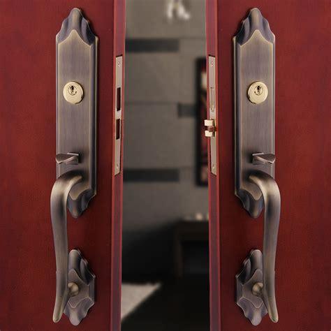 How To Put A Lock On A Door by European Bronze Villa Door Lock Into The Hoeholds Of Doors And Wood Door Lock Set In
