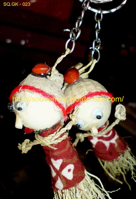 cara membuat gantungan kunci dari akar wangi souvenir pernikahan dengan harga terjangkau souvenir kita