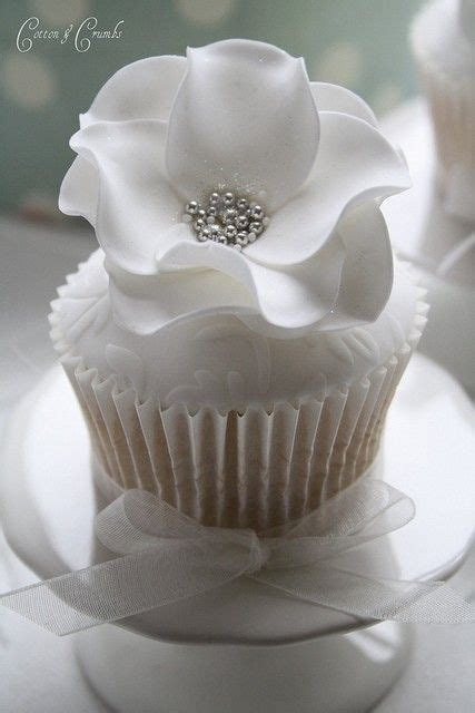 25  best ideas about White Wedding Cupcakes on Pinterest