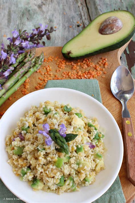 cucinare con l avocado miglio e lenticchie rosse con asparagi e avocado 2