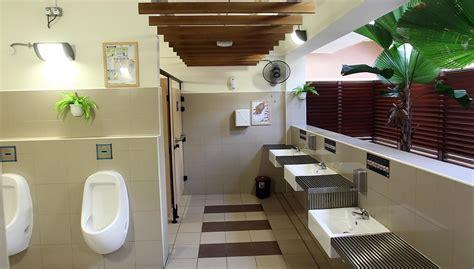 focus  cleaning doors  public loos sfj sqfeed journal