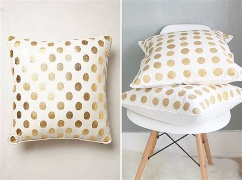 Anthropology Pillows by How To Make 2 Anthropologie Inspired Pillows For Half The