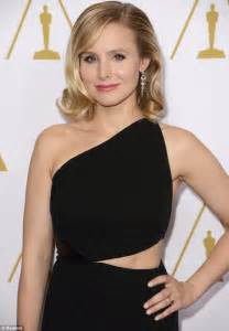 Toned tummy kristen bell showed a glimpsed of her toned tummy as she